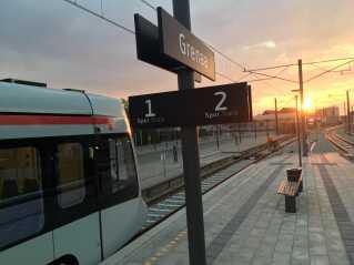Letbanen kørte ud fra Grenaa Station for første gang tirsdag morgen.
