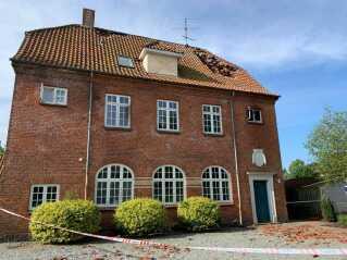Nicolai Himmelstrup og hans datter sprang fra et af husets gavlvinduer.
