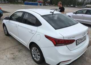 Den hvide Hyundai Solaris blev heldigvis fundet igen og var ikke, som først frygtet, blevet stjålet.