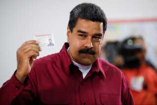 Valgets forventede vinder, Venezuela's præsident, Nicolas Maduro, afgiver her sin egen stemme på et valgsted i Caracas.