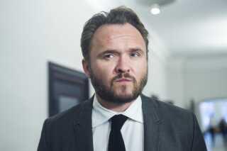 Dan Jørgensen (S) bakker op om at lade familiesammenførte betale rejsen til Danmark.