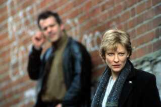 Cate Blanchett spillede Veronica Guerin i en film af samme navn fra 2003. Likvideringen af Veronica Guerin startede en international bevægelse mod at gå efter udbytte fra kriminalitet.