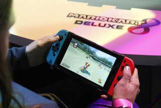 Mario Kart kan i dag spilles på næsten alle moderne konsoller. Her er det 'Mario Kart 8 Deluxe' på en Nintendo Switch.