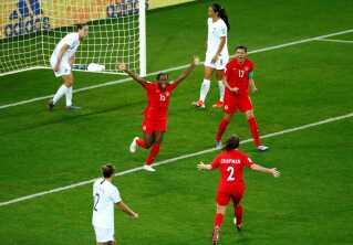 Nichelle Prince fejrer 2-0-målet.