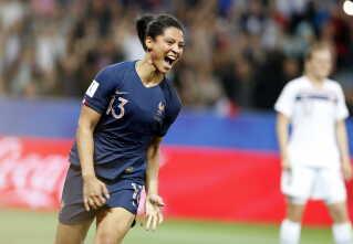 Frankrig scorer det første mål i kampen mod Norge