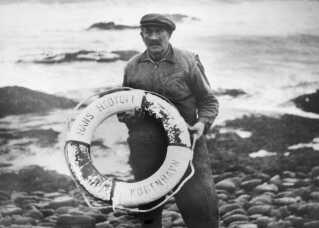 Den 7. oktober 1959 drev en redningskrans fra Hans Hedtoft i land på Island. Det er det eneste, som nogensinde er fundet fra det forsvundne skib.