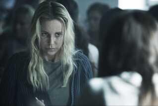 Da vi møder Saga Norén i begyndelsen af første afsnit, sidder hun i fængsel.
