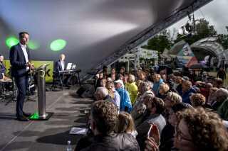 Kristian Jensens tale på Bornholm måtte flyttes indendørs.