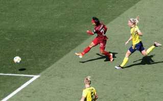 Kanjana Sung-Ngoen sparker Thailands eneste mål i kassen.