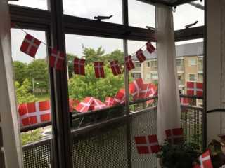 Hjemme hos Lone i Glostrup er der både pyntet op udendørs og indendørs.