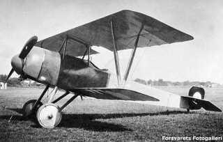 Nielsen & Winther type Aa var Danmarks første jagerfly. Det kunne flyve 150 km/t og havde et 8 millimeter maskingevær. Det var bygget og konstrueret i Danmark, men fik kun to år på vingerne, før et flyveforbud holdt dem på jorden på grund af ustabile motorer.