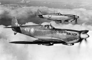 Efter Anden Verdenskrig skulle Danmark genopbygge sin luftstyrke igen. Supermarine Spitfire HF Mk4 var det første danske jagerfly i Hærens Flyvevæsen. Flyet havde en tophastighed på 655 km/t og var bevæbnet med to 20 millimeter maskinkanoner og to 12,7 millimeter maskingeværer.