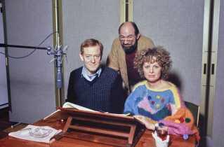 Som skuespiller lavede Jesper Langberg mangt og meget - også radioteater for DR. Her er han i studiet sammen med Ghita Nørby og instruktør Sam Besekow. Årstallet fremgår desværre ikke tydeligt af billedet.