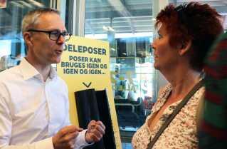 Michael Løve, Nettos CEO har brugt Folkemødet på Bornholm til at søsætte et nyt forsøg, der skal få os til at købe færre plastikposer til vores indkøb.