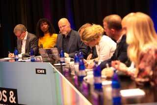 Vært Mads Steffensen havde i dagens anledning allieret sig med DR's politiske analytiker Jens Ringberg.