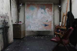 Thomas' studio i bydelen Trastevere i Rom. Inden han kom til den italienske hovedstad, boede han et år i Lucca, hvor hans lillebror, cykelrytteren Christopher Juul-Jensen arbejdede.  I Lucca havde Thomas et studio for sig selv, men da han savnede at være en del af et kunstnerisk fællesskab, rykkede han til Rom.