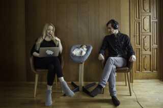 Musikerparret Tina Dickow og Helgi Jónsson har sammen tre børn, som de har fået i løbet af fem år. Her ses de med den yngste, Theodor.