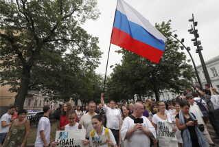 Demonstrationen, som ikke var anmeldt på forhånd, fandt sted i det centrale Moskva. Den kommer i protest over anholdelsen af den undersøgende journalist Ivan Golunov.