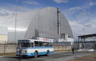 Den kæmpemæssige metalkuppel indkapsler resterne af reaktor nummer 4, som eksploderede ved katastrofen i 1986.