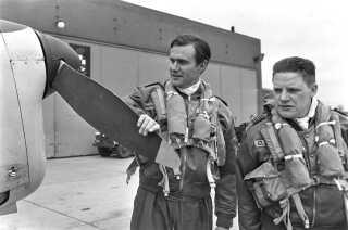 Prins Henrik lærer at flyve i 1968.