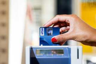 Gebyrlavinen ruller: Endnu en bank hæver omstridt gebyr | Penge | DR
