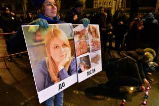 Dødsfaldet fik i november sidste år flere hundrede demonstranter til at samles foran det ukrainske indenrigsministerium, hvor de krævede, at de ansvarlige for hendes død bliver holdt ansvarlige.