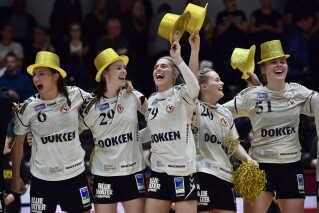 Guldhattene blev fundet frem og taget i samme minut, som kampen blev fløjtet af. En sejr på 20-19 til Team Esbjerg.