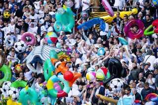 FCK-fans havde igen i år medbragt badedyr i Parken på sidste spilledag.  FCK's badedyrstifo har eksisteret siden 2004, hvor Parken Sport and Entertainment købte Lalandia.