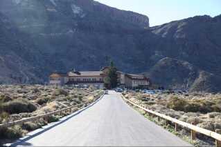 Hotel Parador ligger i 2150 meters højde midt i Teide National Park. Det er her Jakob Fuglsang skal træne i højderne og leve isoleret i 14 dage.