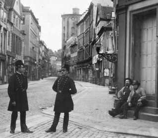 Måske mødte din slægtning disse betjente i Købmagergade i København og blev registreret?