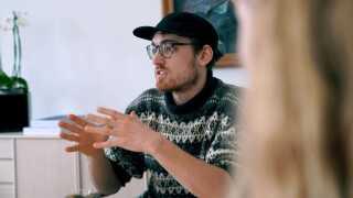 26-årige Magnus Gundersen-Lihn har taget en bachelor i arkitektur. Nu underviser han som pædagogmedhjælper på en folkeskole.