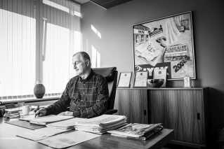 Lars Larsen bag skrivebordet i Jysks hovedsæde, der har til huse i Brabrand ved Aarhus.