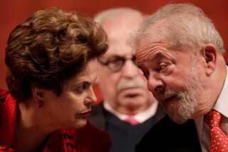 Lulas (t.h) arvtager, Dilma Rousseff (t.v.) blev afsat som præsident i august sidste år efter anklager om at have sminket statsbudgettet. Umiddelbart efter indledtes en rigsretssag mod hende.