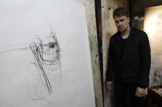 Thomas' helt store kunstneriske hero er den irske maler Francis Bacon. Han ser mange lighedspunkter mellem de to. Bacon var autodidakt kunstner ligesom Thomas, han var en figurativ kunstner, hvilket vil sige, at han valgte mennesket som omdrejningspunkt for sine værker. Desuden forlod han ligesom Thomas Irland som 17-årig.
