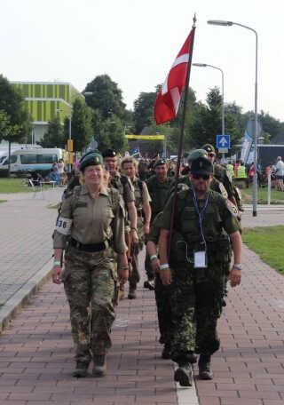 De første 40 kilometer gik godt, de næste 40 kilometer gav store vabler, de sidste 80 kilometer var fødderne fyldt med ømme sår - men Ulla Skou gennemførte sin første Nijmegen-march i sommer. Nu er hun jo soldat, så.....