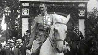Kong Christian X rider over den gamle Kongeågrænse i 1920. (Framegrab DR © Type 1)