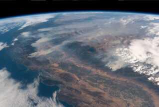 Her ses en skovbrand i Californien. I 2018 blev Californien ramt af de dødeligste skovbrande i Californiens historie.