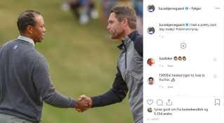 Lucas Bjerregaard trykker hånd med Tiger Woods, efter danskeren har besejret den amerikanske golflegende.