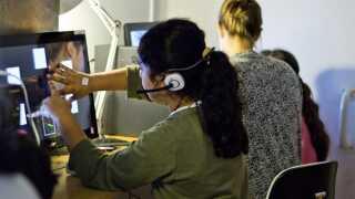 Eleverne får ved hjælp af computer testet deres hukommelse og reaktionstid. Nogle tests minder om apps på en tablet.