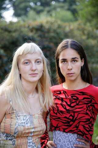 Henriette Motzfeldt (tv.) og Catharina Stoltenberg. Til sammen Smerz.