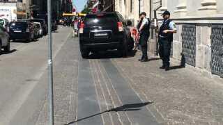 Bevæbnet politi ved den franske ambassade | Indland | DR
