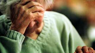 Ensomhed kan gøre ældre syge | Ligetil | DR