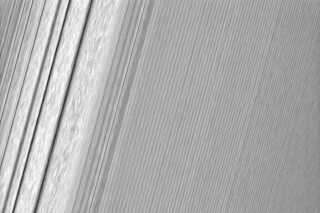 saturn_tyngdeboelge_a-ring.jpg