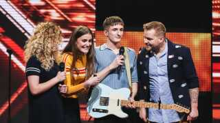 place-on-earth-joakim-x-factor-live-1-4210_0.jpg