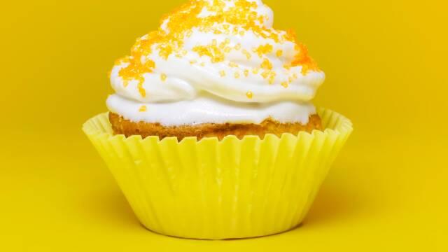 Cupcake på gul baggrund