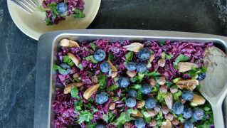 Rødkålssalat med blåbær og figner
