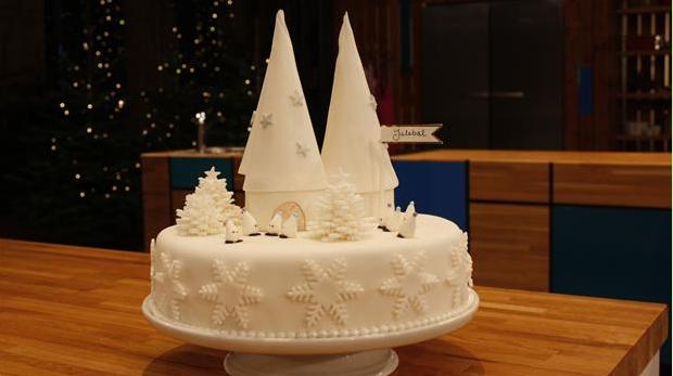 Billedet viser den eventyrlige juledessert med blandt andet ris a la mande-mousse.