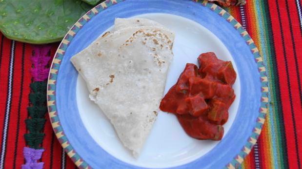 Billedet viser hjemmelavede tortillas, her serveret med tomatfyld.