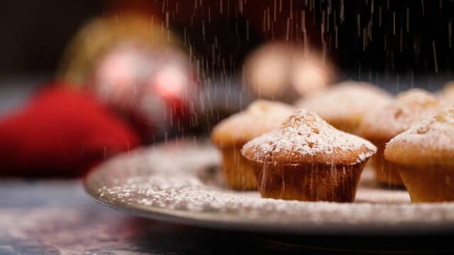 fad med muffins der drysses med sne