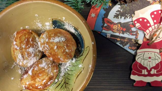 Hjemmelavede æbleskiver drysset med flormelis